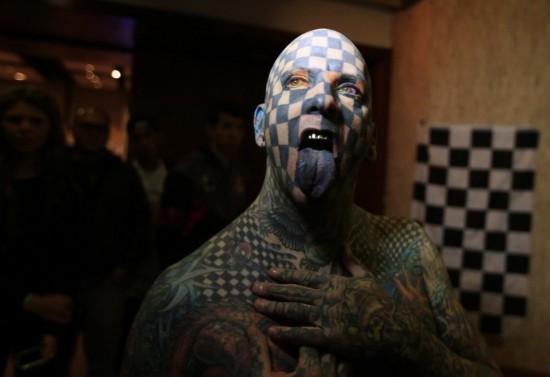 细数全球纹身狂人:通体纹身的黑帮女【2】