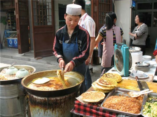 西安街区街历史悠久,距今已有上回民美食,是西安著名的美食文化历史千年六安路光明图片
