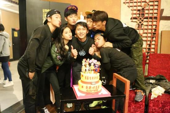 李晨生日获《奔跑吧兄弟》成员和粉丝齐庆贺