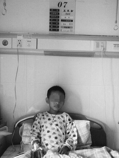 三亚6岁男孩查出患恶性肿瘤 医疗费压垮母亲