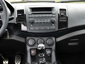 陆风汽车 陆风X8 2014款 探索版 2.0T 汽油4x4超豪华型