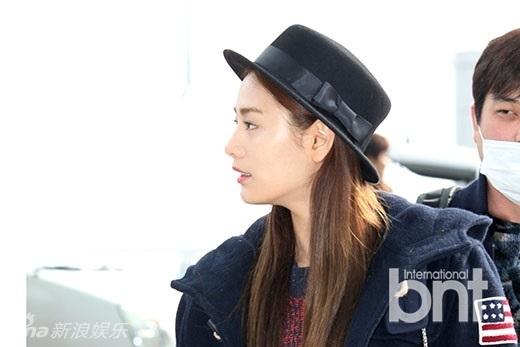 组图韩星nana穿黑丝现机场图片