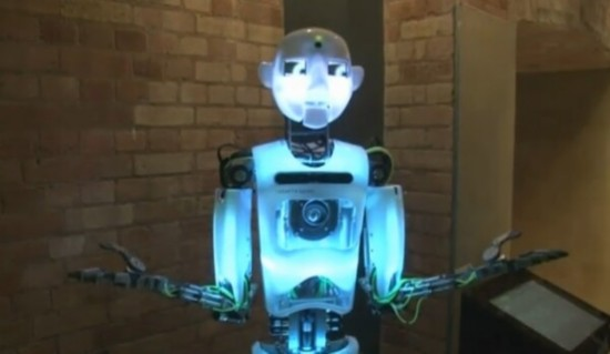 英国展出互动机器人 会唱歌会模仿(组图)图片