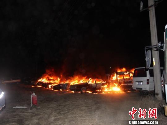 鄂尔多斯一废旧汽车回收站22辆车清晨起火
