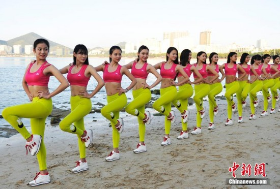 大学女子健身队三亚备战国际健美大赛