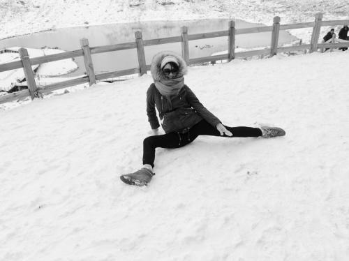 林志玲40岁生日雪山劈叉 姿势标准毫不费力