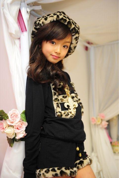 日本13岁女人小学爆红被女生时尚称为神衬衣白色性感穿教主图片