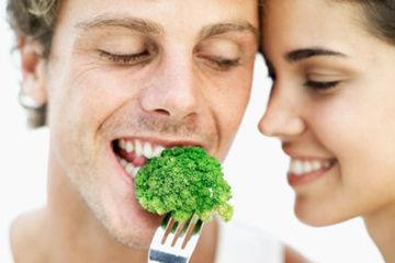 坚果西兰花蘑菇石榴 盘有益前列腺的8种食物