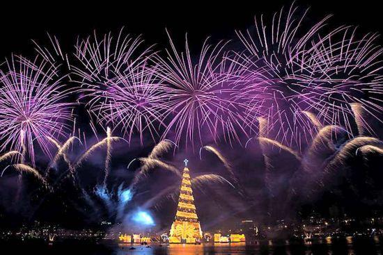世界最大圣诞树在巴西亮相 高度相当28层楼(组图)