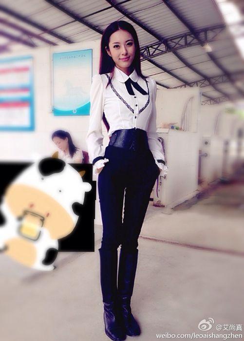 """26岁重庆女子获称""""中国身材最好美女"""""""