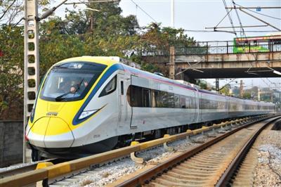 中国首次出口世界最高速米轨动车组