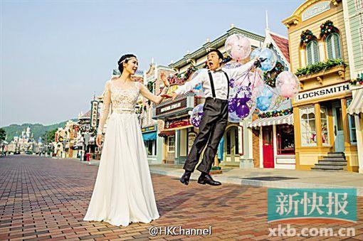 """王祖蓝被曝婚宴玩""""白雪公主与小矮人""""(图)"""