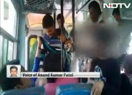 印度姐妹公交车上持皮带抽打3名色狼