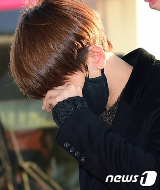 shunvmama_exo赴香港参加mama颁奖礼 帽子围脖上阵成员齐保暖(组图)【8】