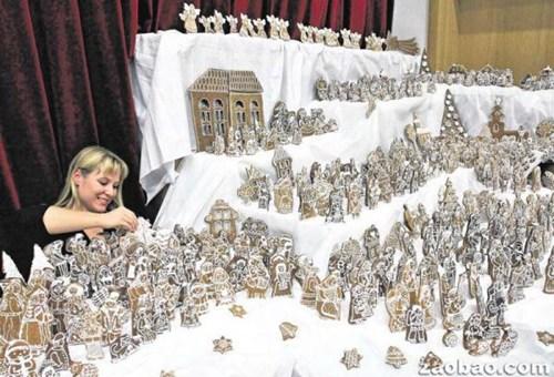 捷克妇女做千余片圣诞姜饼 似耶稣诞生场景