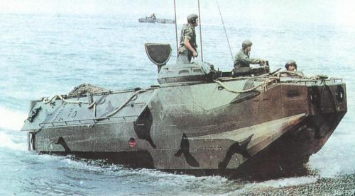 资料图:美国AAV7系列两栖战车