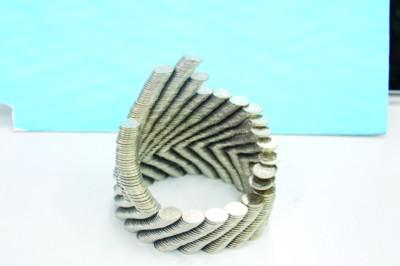 鸟巢小蛮腰 1元硬币能搭建世界各地名建筑(图