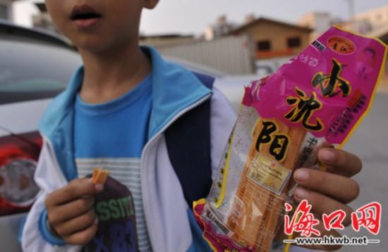 海口:学生钟爱的辣条含大量添加剂或致癌