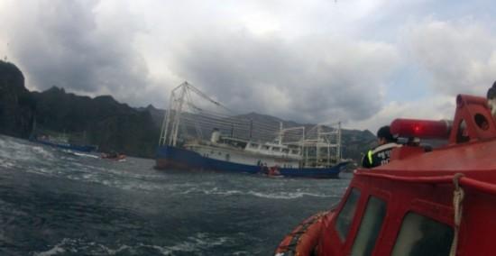 组图:250艘中国渔船韩国避航 韩派舰监视