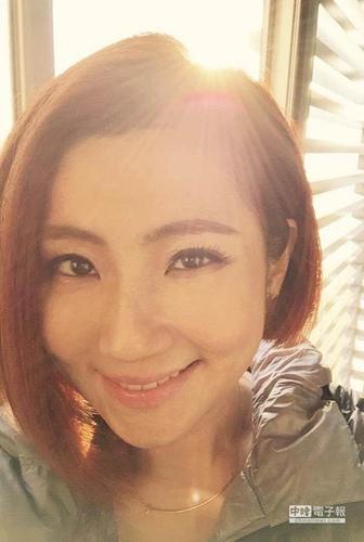 Selina短发造型曝光老公:最喜欢你理光头(图)