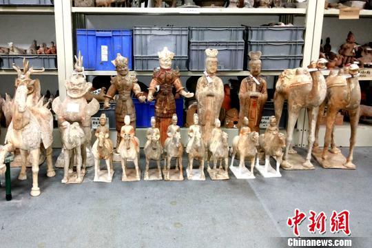 """陕西唐墓出土""""半人高""""彩陶骆驼或为官方制造"""