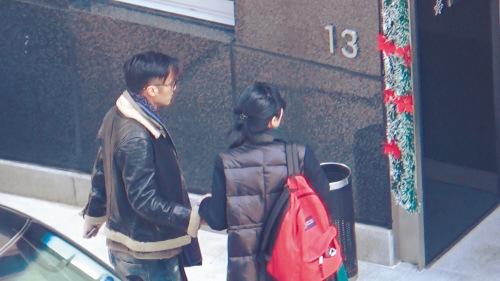 """王菲谢霆锋重演14年前""""世纪牵手""""网友:太穿越"""