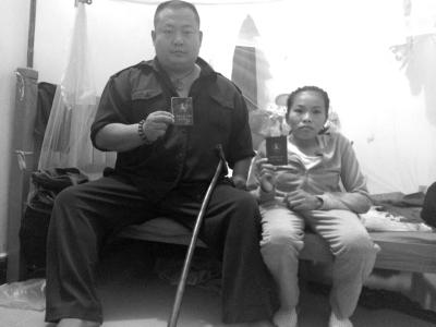 夫残疾妻患有侏儒症 残疾夫妇海口卖唱为生