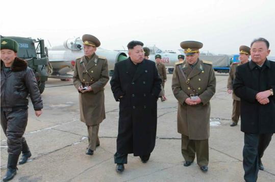 金正恩视察航空部队 要求设养猪场提供肉食