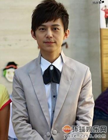 何炅对这位被网友质疑是新男友的帅哥闫肃非常看好.