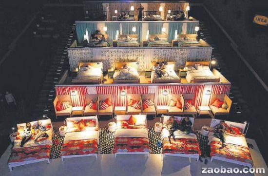 俄电影院将座位改成双人床