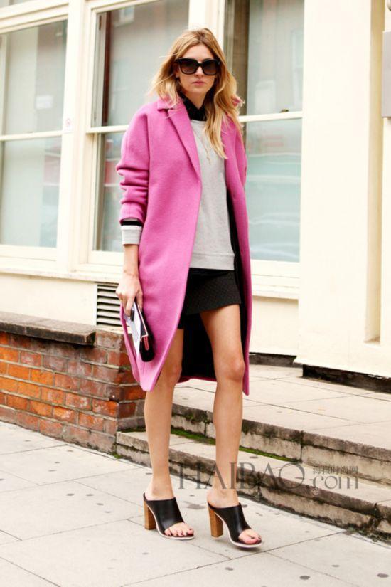 时尚博主卡米尔・夏里埃尔 (Camille Charriere) 穿粉色大衣街拍