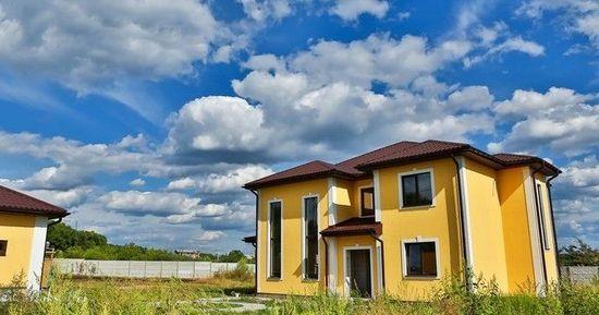 二人在乌克兰买3000平方米土地建房