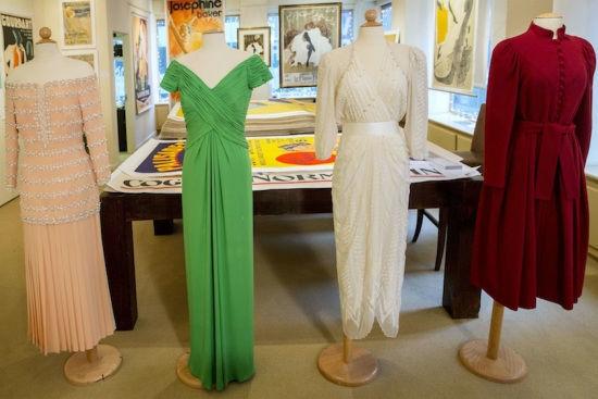 图为拍卖的戴安娜王妃的礼服。