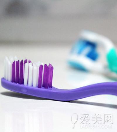 养生警惕:12种食物易让牙齿变色