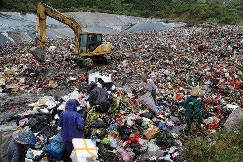 万宁石梅湾小区邻垃圾场 政府回应:将迁址