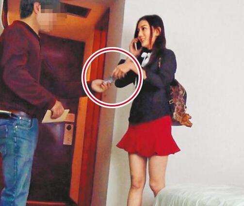 女星刘乔安卖淫视频疑曝光 被记者围躲厕所