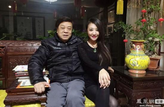 赵忠祥邀美女主持家中做客 亲自下厨做美食(组图)