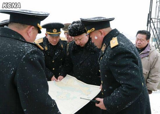 金正恩视察朝鲜海军部队 观摩鱼雷突击训练
