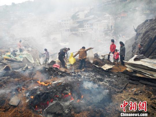 贵州剑河久吉村火灾第一个24小时:抢救粮食是关键