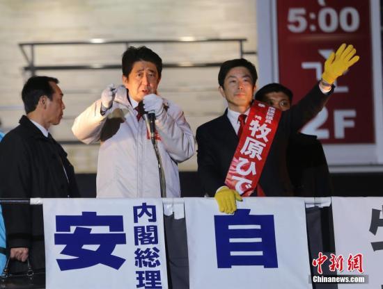 日本各党为众院选举最后冲刺 安倍卖力拜票