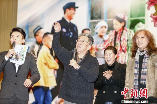 60年代老电影故事片_电影《巴彦岱》在京首映 反映新疆和谐民族关系--传媒--人民网