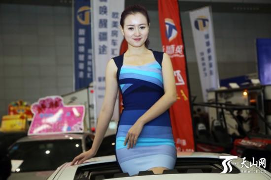 中外车模性感美艳闪耀新疆车展 组图高清图片
