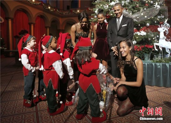 奥巴马称犯愁为妻子买礼物:买的衣服没见她穿过