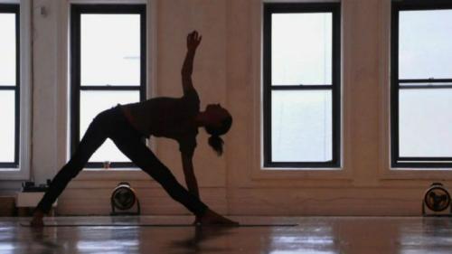 研究称做瑜伽能降低心脏病与肥胖症等疾病风险