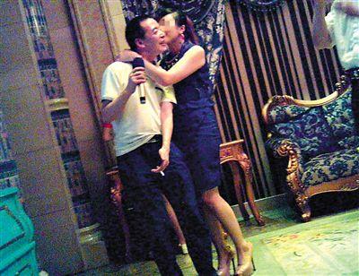 福州副局长不雅照爆料人:我帮他付了3000元嫖资