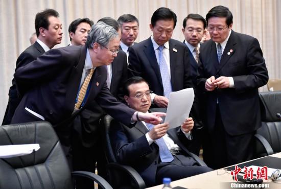 这就是正在塞尔维亚出席第三次中国—中东欧国家领导人会晤时,李图片