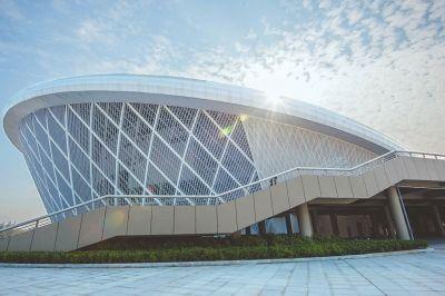 杭州体育馆_从杭州慕名而来的观众林锐,对海峡奥林匹克体育中心体育馆印象深刻.