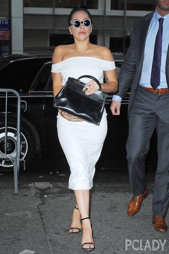 欧美女星街拍盘点 Gaga百变最抢风头 Micro R