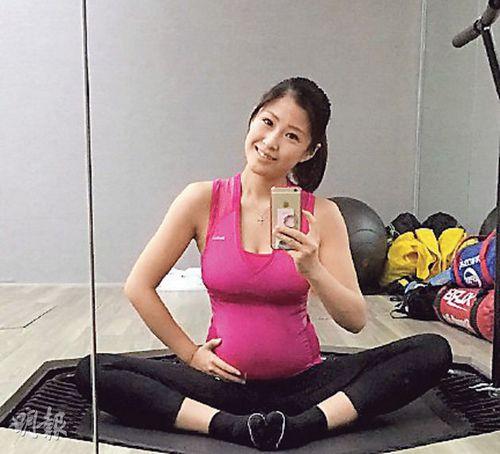 洪金宝儿媳挺5个月孕肚做瑜伽托肚自拍(图)