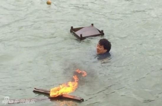 摄影师陈国雄溺亡 成龙自责未能救回兄弟